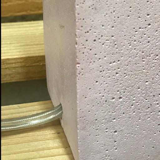 lampe cube béton avec cable transparent