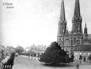 Photo: 1900 - Heuvel met lindeboom, Heuvelse kerk (St. Jozefkerk) en pastorie.