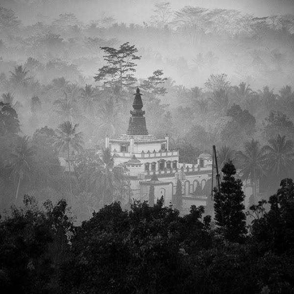 Photo: В Богом забытом месте. Фотограф Хенгки Коентйоро (Hengki Koentjoro).
