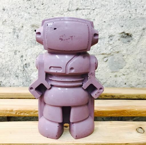 objet déco en béton violet figurine déco en forme de robot pour une déco 100% geek