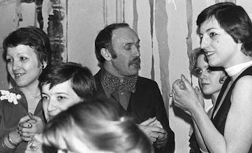 Photo: Eugeniusz Molski w otoczeniu dziewcząt, ok 1978