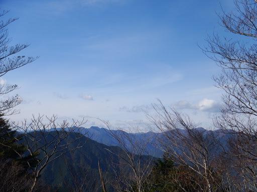右から迷岳・白倉山・古ヶ丸山など