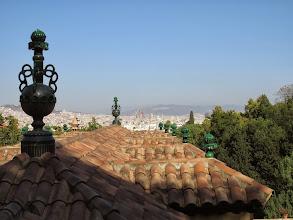 Photo: Techos al frente, Sagrada Familia al fondo.