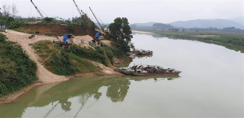 Một địa điểm khai thác cát, sỏi trái phép tại huyện Thanh Chương