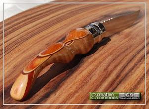 Photo: Opinel custom n°011 Lila d'Asie. http://opinel-passions-bois.blogspot.fr/ Personnalisations en marquèterie de bois précieux, cornes, résines et aluminium du couteau pliant de poche de la célèbre marque Savoyarde Opinel.