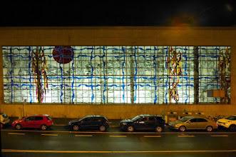 Photo: Das Viktoriabadfenster, bei Nacht hinterleuchtet (5.11.17), leicht bearbeitet. Der schwarze Punkt ist die rote Sonne.  ©Fritz Jörn, Fritz@Joern.De –Siehe auch Viktoriabad.De