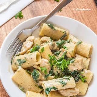 Chicken Spinach Pasta in White Sauce.