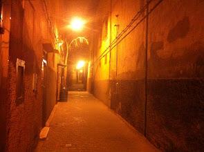 Photo: Rue de la Médina de Marrakech le soir