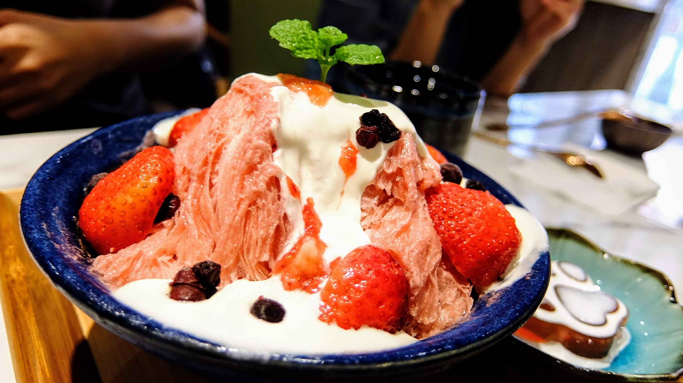 其實跟上一個冰很像,就只是換成草莓口味...