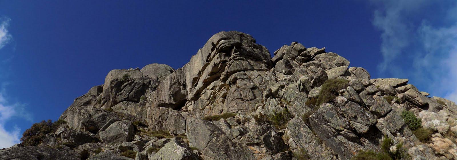 Le sommet 1219 depuis la fin de la traversée en face Est (photo Olivier Hespel)