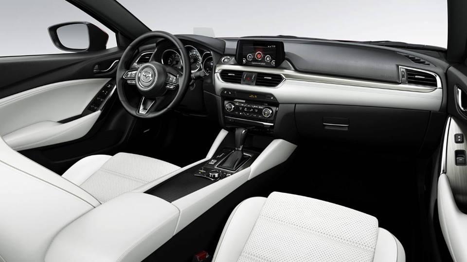 Xe Mazda 6 được thiết kế có 4 cửa và có thể chứa tối đa 5 người