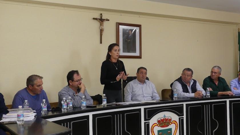 La delegada de Agricultura, Aránzazu Martín, acudió a la reunión celebrada en el municipio de Tíjola.