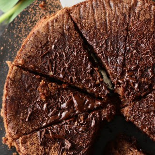FLOURLESS FIG-ALMOND CHOCOLATE CAKE