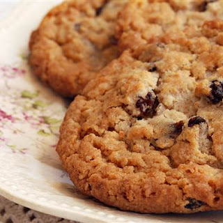Healthy Oatmeal Raisin Cookies.