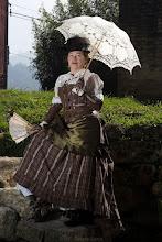 Photo: Figurino steampunk composto por camisa em lese bege com babados, saia estilo vitoriana em sarja xadrez, petticoat e corset overbust em PU soft ( imitação de couro) e sarja xadrez e mangas em PU soft ( imitação de couro).  Site: http://www.josetteblanchard.com/  Facebook: https://www.facebook.com/JosetteBlanchardCorsets/  Email: josetteblanchardcorsets@gmail.com josetteblanchardcorsets@hotmail.com   Foto por Daiane Costa.