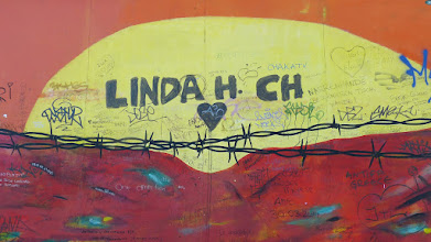 "Photo: East Side Gallery; Carmen Leidner ""Niemandsland"""