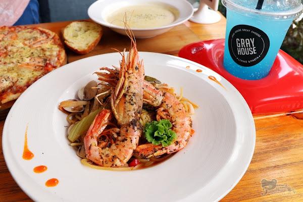 Gray House灰房子義式料理,夏季限定氣泡飲新發售!!! 中友百貨平價寵物親子友善義式料理。