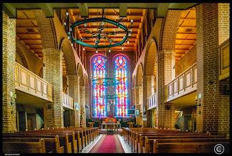 Photo: Die Nikolaikirche in der Stadt Wolin in Polen. Ersterwähnung im 13. Jht. Im 2. Weltkrieg total zerstört und ab 1988 wieder aufgebaut. Gedenkstein für den Papst Johannes Paul II.