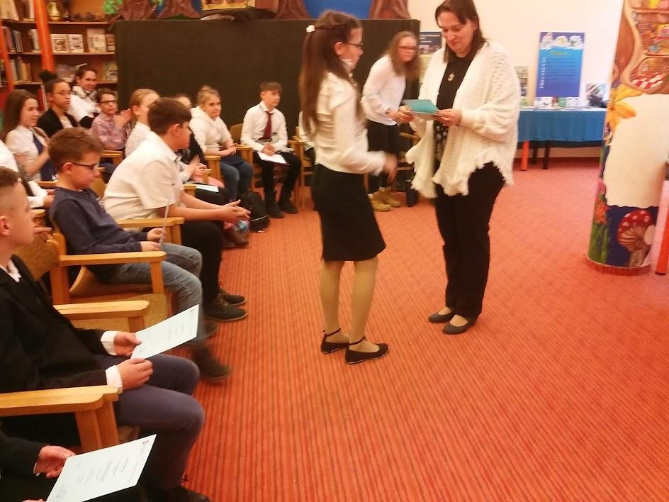 Iskolás gyerekek díjátadó ünnepsége