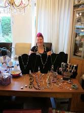 Photo: Astrid Bruin stond ook met haar sieraden bij Angeline Care & Beauty