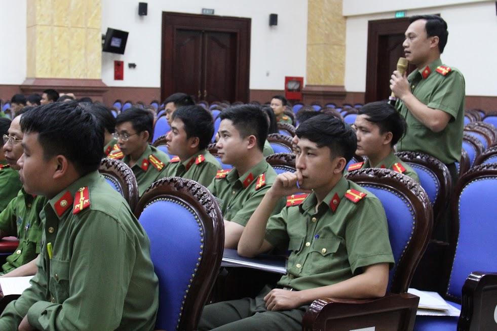 Đại diện Công an các đơn vị địa phương thảo luận tại Hội nghị