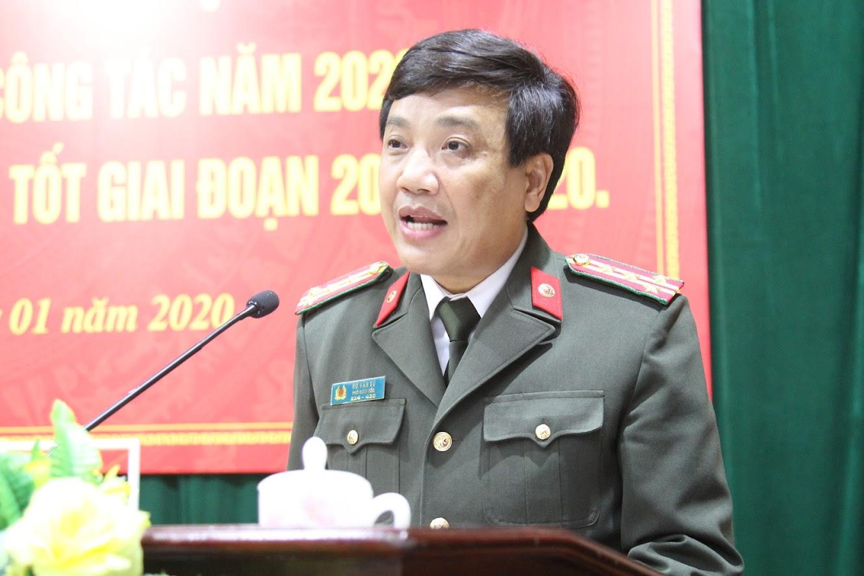 Đồng chí Đại tá Hồ Văn Tứ, Phó Bí thư Đảng ủy, Phó Giám đốc Công an Nghệ An phát biểu tại hội nghị