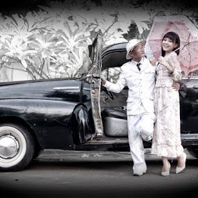 The Old Fashion by Basuki Mangkusudharma - People Fashion ( old fashion )