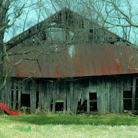 Love old barns. by Sandy Fetter - Uncategorized All Uncategorized