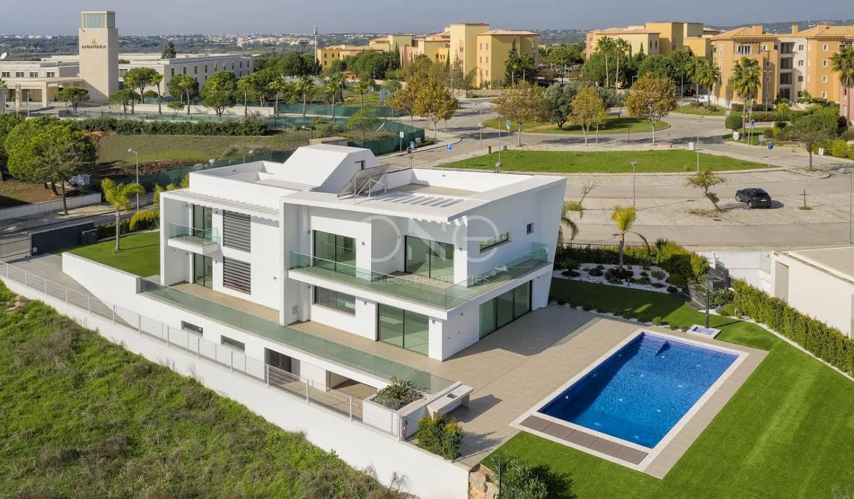Maison contemporaine avec piscine en bord de mer Vilamoura