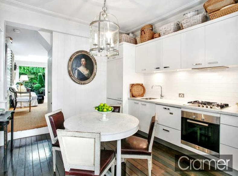 Cote de texas down under english design for Galley kitchen with dining area