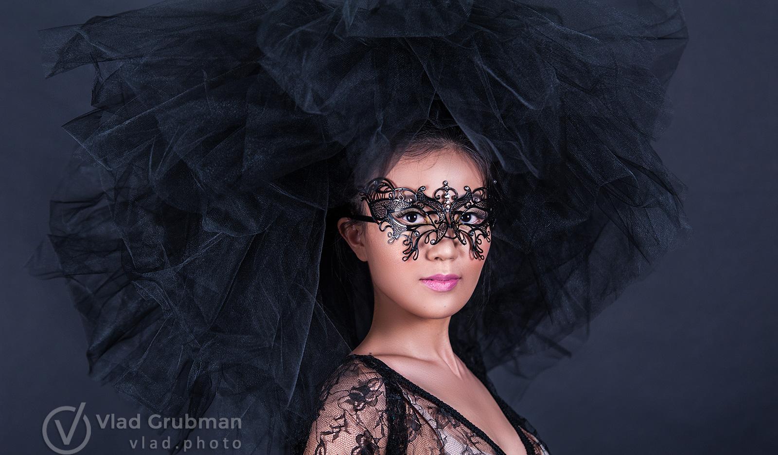 Headshot in the mask for fashion designer - Photography by Vlad Grubman / Zealusmedia.com