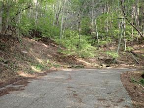 車道終点(左に登山口)