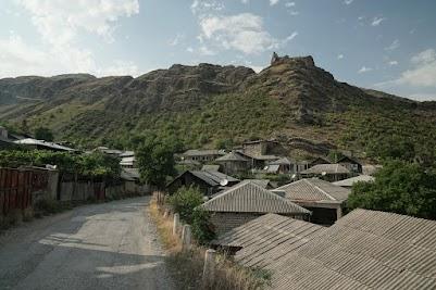 Dorf im Tana-Tal.