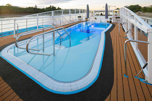 Soak up some rays or take a dip in the pool with swim-up bar on the main deck of your AmaWaterways sailing.