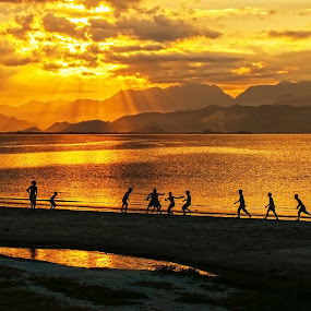 Playing football by Do AmateurPic - Landscapes Beaches ( sundow. amateurpic, sunset, beach, seaside, việt nam. )