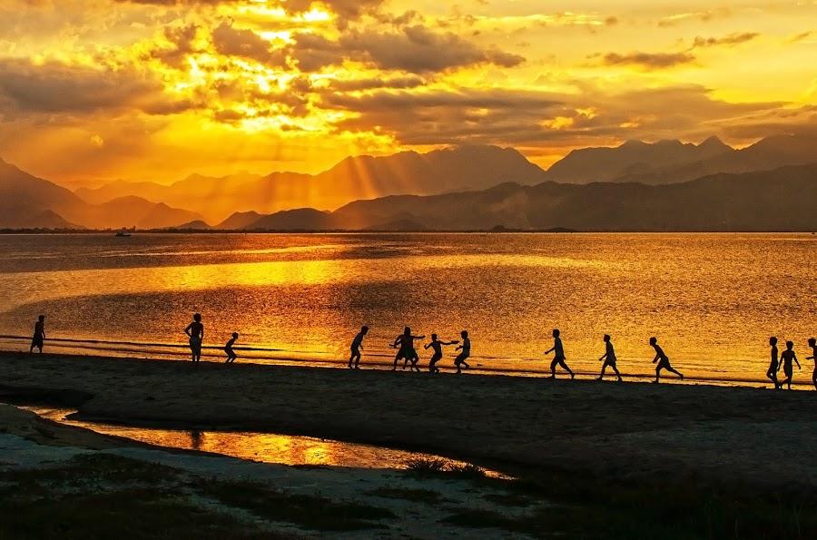 Playing football by Do AmateurPic - Landscapes Beaches ( sundow. amateurpic, sunset, beach, seaside, việt nam. )