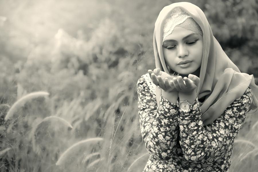 H O P E by Ismail Ahmad - People Portraits of Women