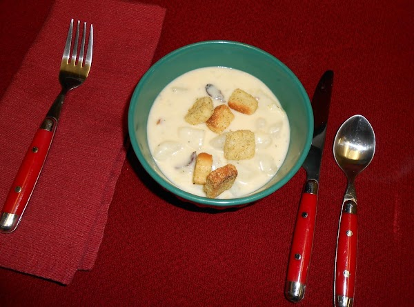 Spoon into bowls and top with croutons if desired.