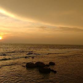 Galle Beach in Sri Lanka by Anirudh Thapliyal - Instagram & Mobile Android ( travels, beautiful, sri lanka, dusk, asia, landscape )