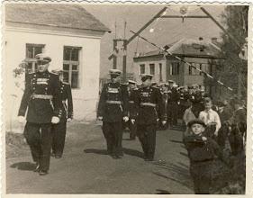 Photo: На демонстрацию Впереди п-ник