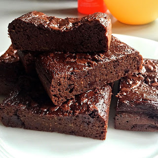 Healthy Avocado Fudge Brownies ( Low Carb & Gluten free ).