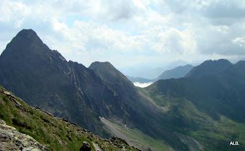 Photo: En primer termino el Pico de la Mina.
