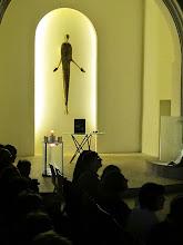 Photo: Der vor kurzem neu gestaltete Altarraum der evangelischen Kirche in Stockerau.