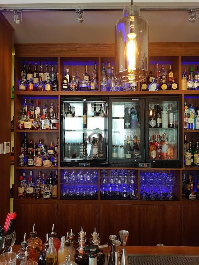 Flaws High End Bar