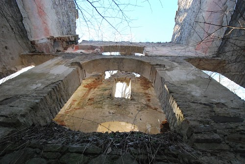 Uugla mõisa varemed