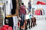 AM staff Цум цокольный этаж Северск современная женская одежда на фото Северска
