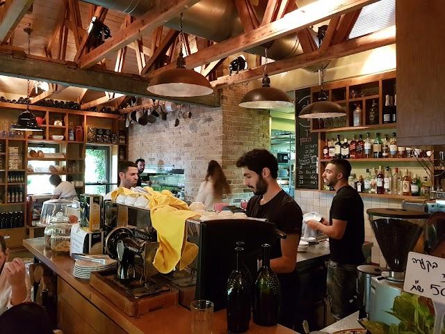 בית קפה מסעדה דרך הגפן, בית זית
