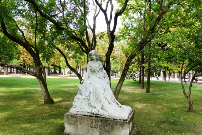 La Statue de George Sand, Paris, France