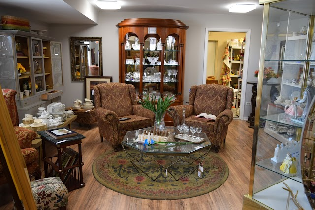Cait's Warehouse - Consignments and Estate Sales