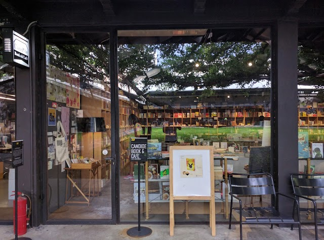 Candide Books & Cafe'